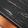Elegancki blat kompaktowy – czerń przeplatana bielą.